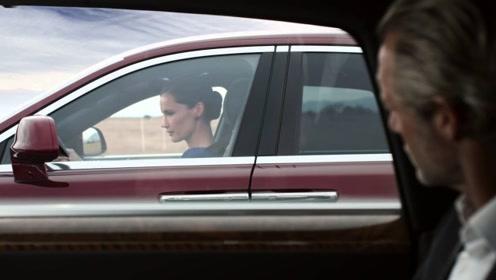 劳斯莱斯被美女超车,车主不服气
