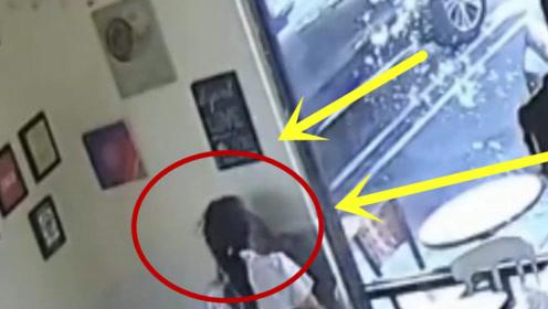 女店员劝阻男子不要吵闹,遭滚烫咖啡泼满脸,还真是无法无天!