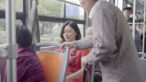 为什么越来越多的人不愿意给老人让座了?原因令人感到寒心