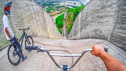 自行车都能骑出超跑的感觉?1000米陡坡速降,玩的就是心跳!