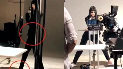 奚梦瑶晒工作视频 脚蹬超高细跟鞋不见孕肚