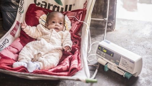 男婴被控制奶量瘦成皮包骨 18岁妈妈哭诉:救救孩子,会饿死的