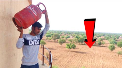 液化气罐有多强大?外国小哥将它从楼顶抛下,结果你猜怎么着?