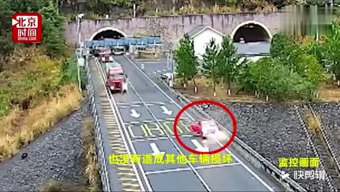 女司机高速路上演惊险五连撞