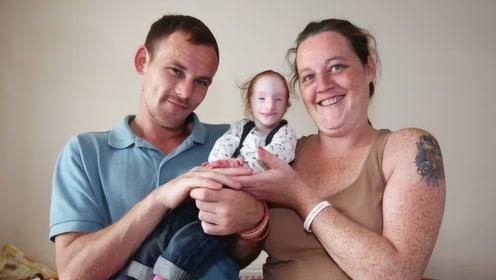 """全球最小的""""奇迹女孩"""",医生称活不过2岁,如今过去了十多年"""
