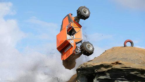 汽车还会攀岩?老外沙漠挑战60度陡坡,能上去的都是神车!
