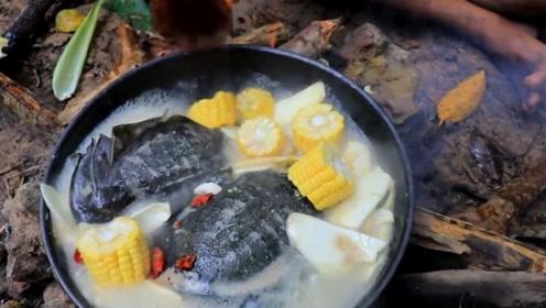 患难兄弟烹饪乌龟汤,汤汁跟牛奶一样白,一天营养都补回来了