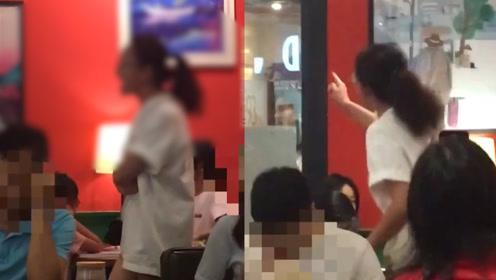 女孩书店提醒孩子吵闹遭家长谩骂10多分钟:喝着咖啡装什么小资