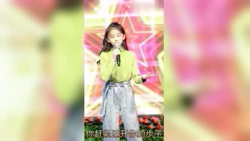 宋小睿的歌声不重要,重要的是表情,长这样怎么拿的童模冠军?