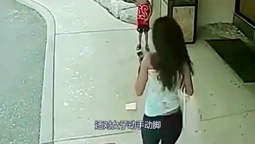 少妇带孩子回家路上,惨遭前男友报复,儿子一旁看得目瞪口呆!