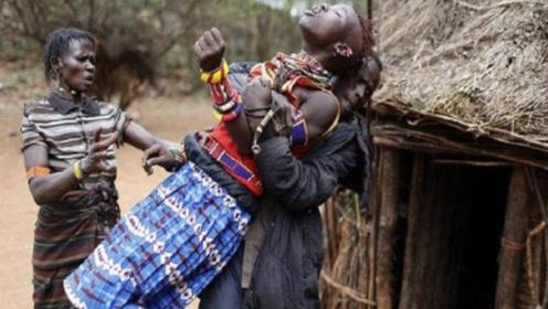"""肯尼亚""""抢婚""""习俗,女子出嫁前被关进黑屋子,出嫁时才能见到丈夫!"""