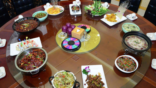 国外千金担心中国菜不合胃口,品尝饺子过后,直言爱上中国菜