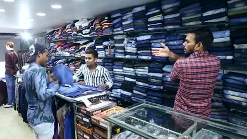 服务态度最差的店员,拿裤子甩顾客,导致顾客大怒殴打店员