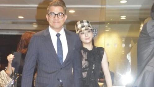 郭富城32岁娇妻方媛,黑白渔夫帽配黑裙,超模身材哪像二胎妈