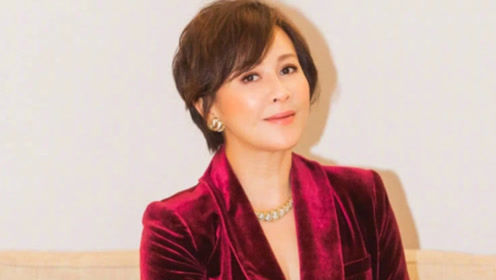 53岁刘嘉玲无惧年龄,一袭酒红西装高贵典雅,气质高级魅力足