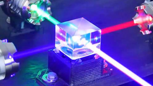 激光笔的切割力有多强?老外拿水晶测试,感觉和想象的不一样