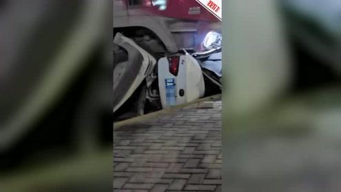 西安临潼区一货车与轿车相撞致4人死亡 实拍救援现场