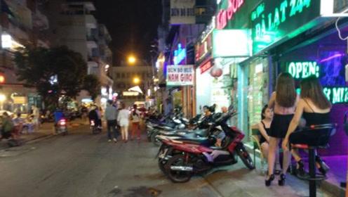 越南步行街被称为男游客的天堂,网友:满街的美女像选秀一样!