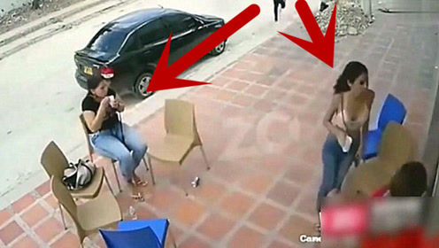 四名美女正在吃冰淇淋,突然遇到抢劫,黑衣女子的反应好机智!