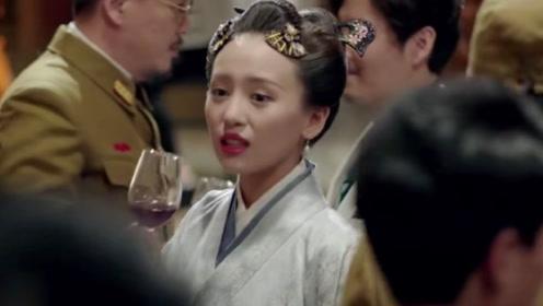 因为日军从中作梗,相依为命的兄妹俩不能相认,妹妹还穿上了和服