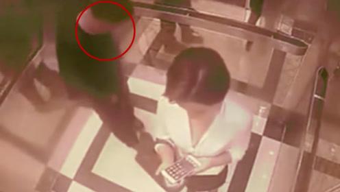 少妇深夜回家电梯内遇猥琐男 监控还原全过程