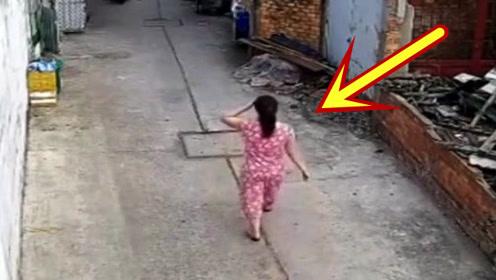 女子出门散步,要不是有监控拍下,都不知她经历了什么!