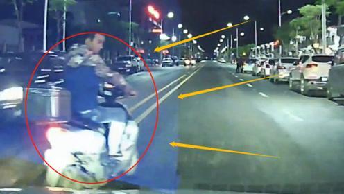 电瓶车男子在轿车前面晃悠,被路怒司机直接撞飞,网友:活该