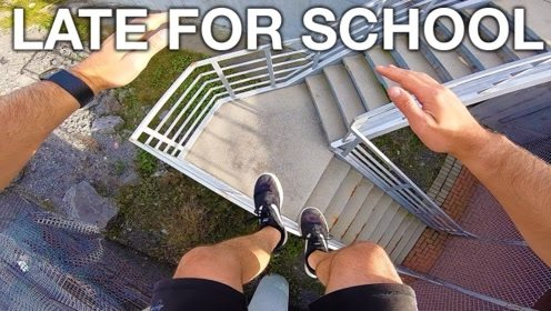 会跑酷就是好,上学要迟到,直接空翻到学校!
