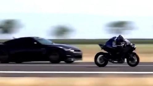 布加迪对上川崎,骑手弯腰加速,布加迪只能看着别人的尾灯了