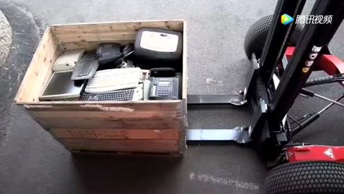 国外发明的这种便携式叉车,工人遥控操作,值得全世界推广