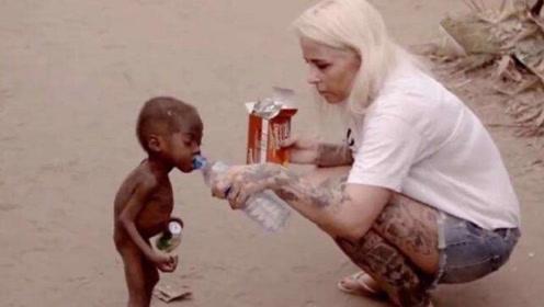 当年非洲讨水喝的男孩,现在过得怎么样,看完令人感动流泪!