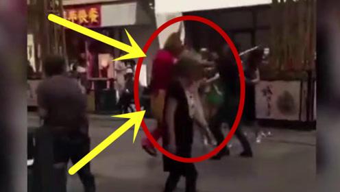 一男子哈尔滨街头扮齐天大圣惨遭游客群殴,这是什么情况?