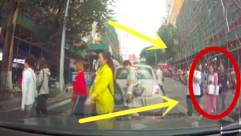 火眼金睛!斑马线上女孩手机被偷,一个转身就知道谁是小偷!
