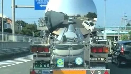 路上偶遇日本的油罐车,后面这是装了镜子吗,也太奇怪了吧