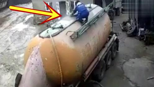 司机突然看到车顶冒烟,爬上去查看,几十秒过后一个大活人没了!