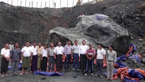 """亚洲最大""""翡翠原石""""估值10亿,九年过去无人问津,如今打折抛售!"""