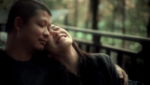 姚晨曹郁结婚七周年,甜蜜接吻秀恩爱,姚晨躺老公怀里一脸幸福