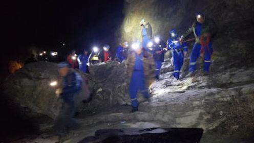 北京女驴友9级风中爬野山 被吹下20多米高悬崖 救援队顶狂风救援
