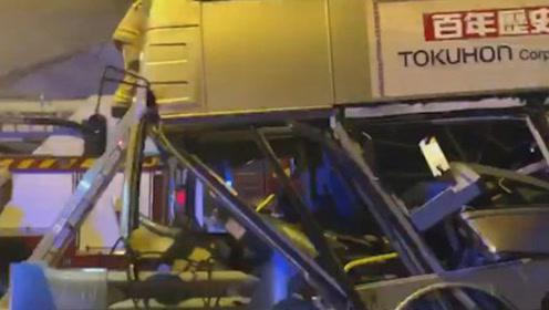 香港观塘一巴士发生车祸 车体完全变形至少十一人受伤