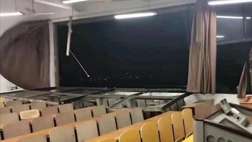 """""""妖风""""连框吹倒教室窗户  高校学生淡定上晚自习"""