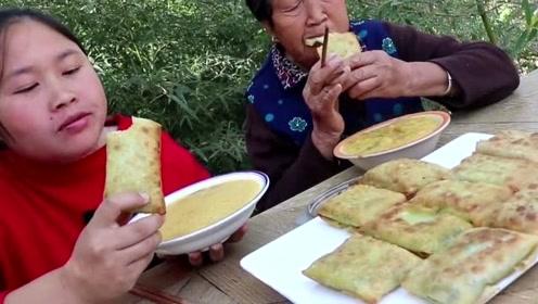 70多岁的奶奶还没吃过这种韭菜盒子,胖妹给奶奶尝尝鲜,要吃上瘾了