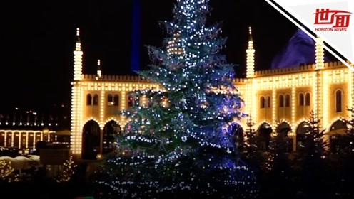 童话里才有!丹麦价值百万圣诞树 挂满3000颗昂贵水晶