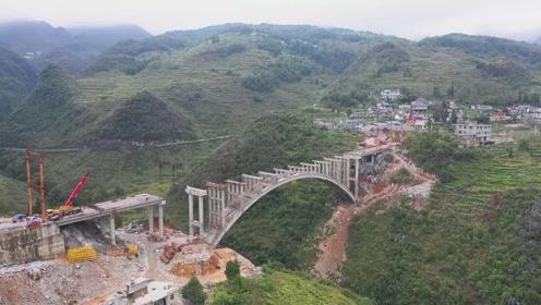 航拍:贵州在建的一座大桥,横跨乌蒙大地缝,场面十分壮观
