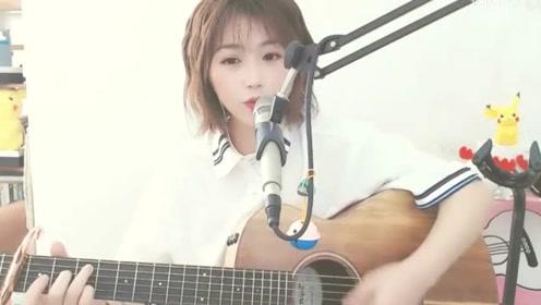 短发小姐姐吉他翻唱《晚风》,把这首歌给唱酥了,听完忘不掉!