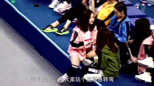 吴宣仪节目喝奶茶,网友注意到她的豪放坐姿,粉丝:没穿打底裤?
