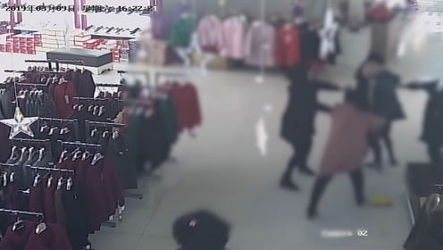 女店主遭男子袭胸后反击被控故意伤害,律师称女方系正当防卫