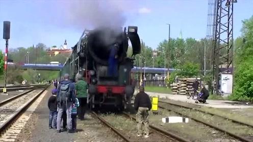 如何启动一列蒸汽火车,没见过的快来看