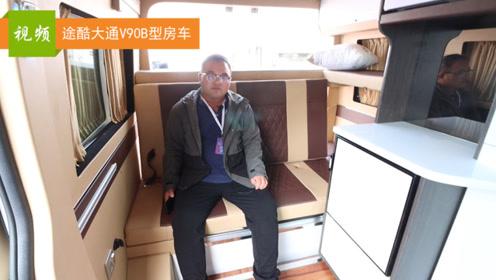 精致的软包处理,配备2张航空座椅+2张床铺,途酷V90房车创意十足