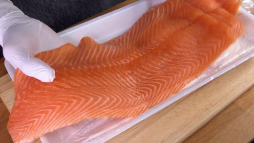 三文鱼就要做成刺身吃,搭配上柠檬汁和芥末,一天吃三顿都不够