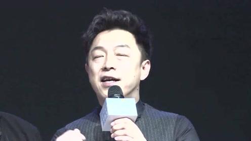 """百亿影帝曾在歌厅卖唱7年,客人让他""""滚下台"""",为杨钰莹伴舞"""